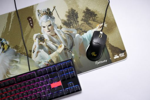 Ducky x Pili/Glove Puppetry Show Mouse Pad Justice